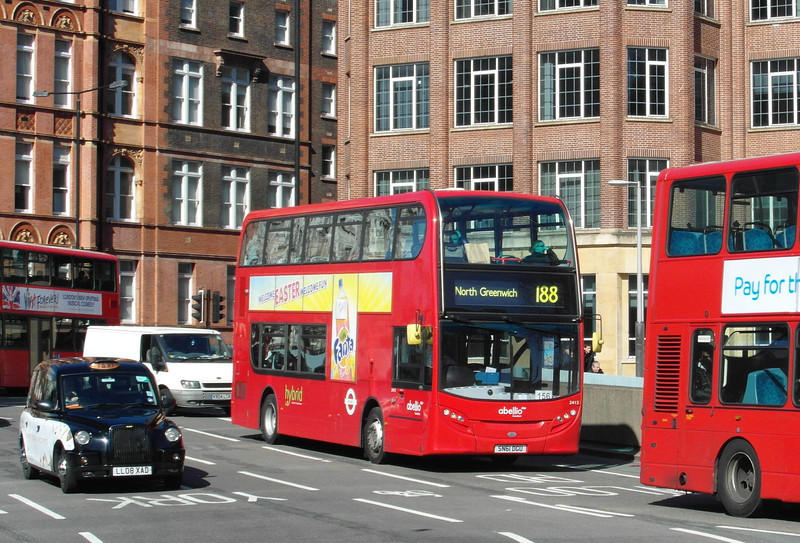 2412 - SN61DGU - London (Waterloo station) - 2.4.13
