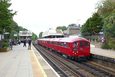1938 Tube Stock, Train 746 working 1243 Amersham to Watford at Chorleywood on the 9th September 2018