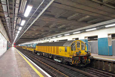 L26 tnt L32 on a ballast train in Moorgate Platform4 on the 19th October 2017