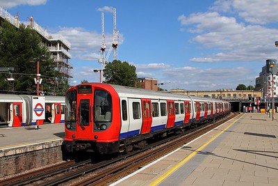21013 arrives at Harrow on the Hill with a Watford bound Metropolitan line service on the 13th August 2017