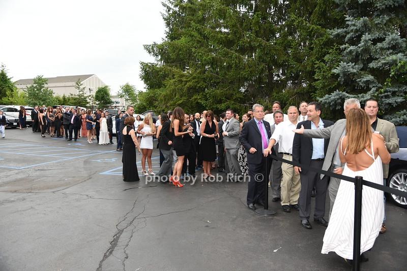 crowds lining upphoto by Rob Rich/SocietyAllure.com © 2016 robwayne1@aol.com 516-676-3939