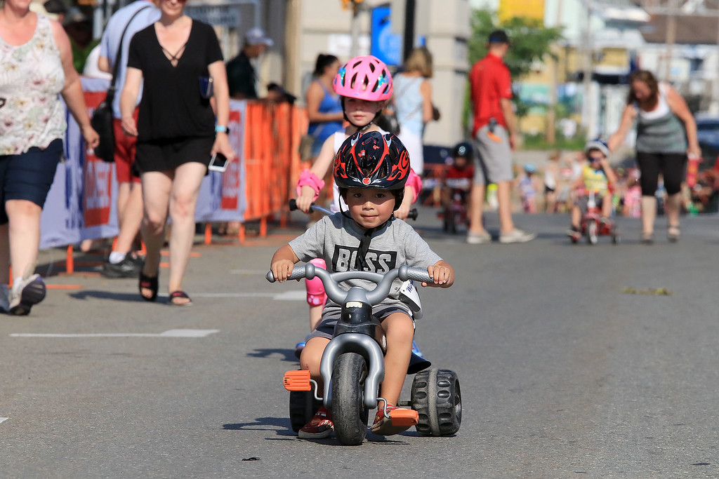 . Liam Crawford, 4, of Leominster competes in one of the kids races during the Longsjo Classic on Saturday in Leominster. SENTINEL & ENTERPRISE/JOHN LOVE