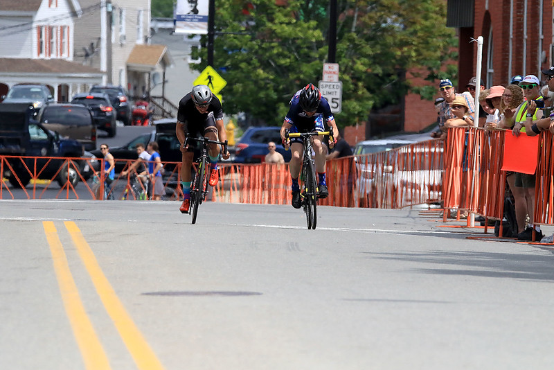A sprint to the finish in the Longsjo Classic Men's Cat 4/5 race in Leominster on Saturday to start the day. SENTINEL & ENTERPRISE/JOHN LOVE