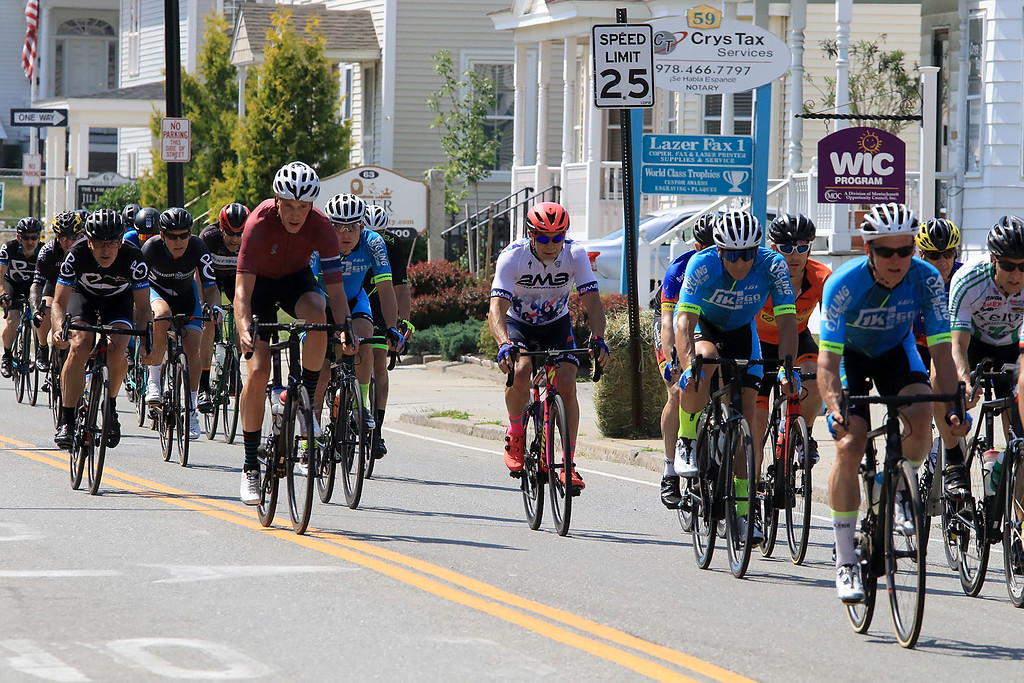 . Riders come downn merriam Avenue inLeominster during the 40+/50+ race in Longsjo classic on Saturday. SENTINEL & ENTERPRISE/JOHN LOVE