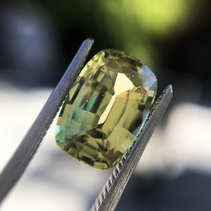 4.06ct Yellow-Chartreuse Sapphire with GIA, No-Heat