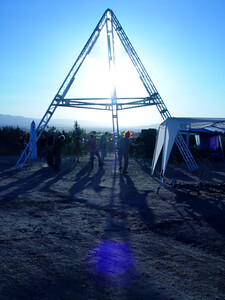 pyramid_sun_behind3
