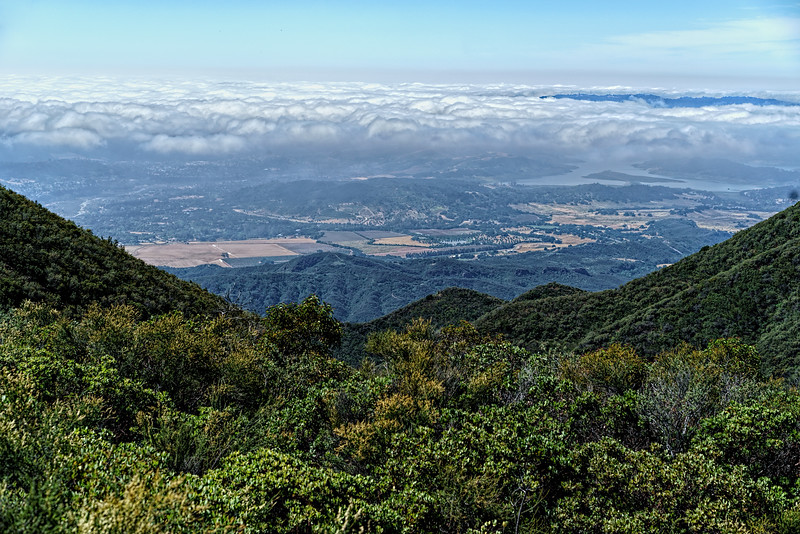Marine layer over the Ojai Valley / Lake Casitas, Camino Cielo conector trail, May 13, 2016.