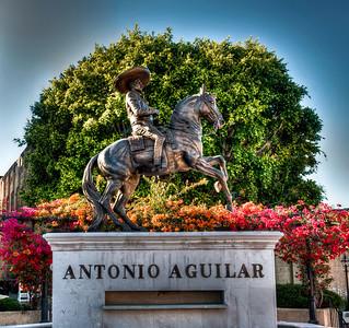 antonio-aguilar-statue-1