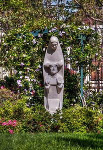 mary-statue-garden-1