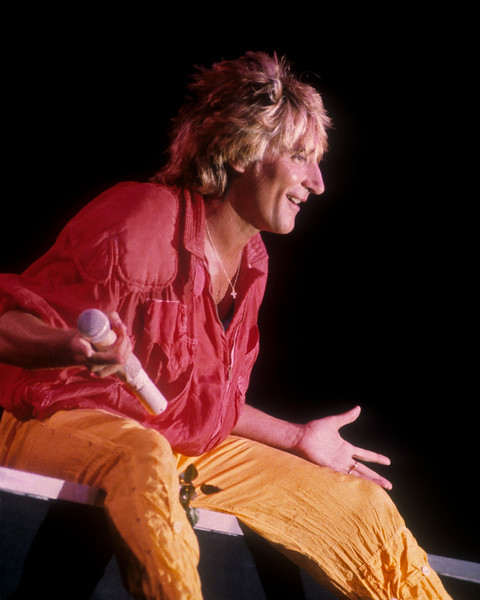 OAKLAND, CA-NOVEMBER 10: Rod Stewart performs at the Oakland Coliseum on November 11, 1984. (Photo by Clayton Call/Redferns)