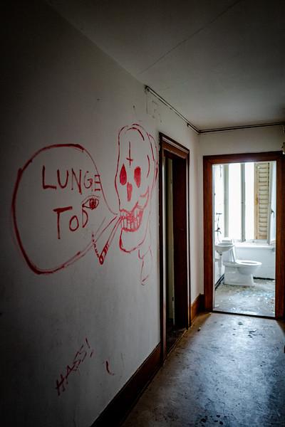 Kindergarten Lost Place-1070092.jpg