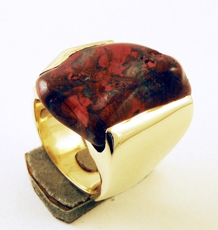 In the Middle Ages, special powers were attributed to Bloodstone because it was believed to have been formed when some drops of Jesus' blood fell and stained some Jasper at the foot of the cross
