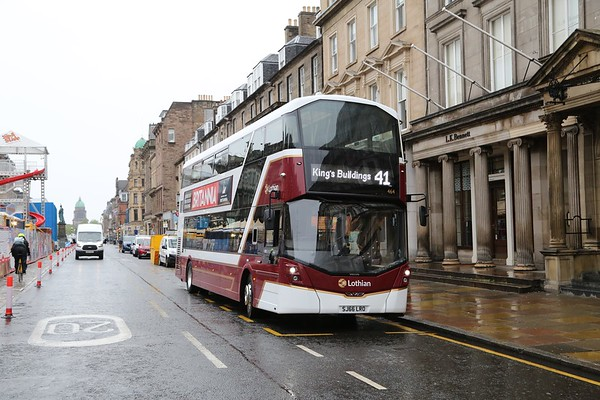 464 has been borrowed by Central to changeover a 41 on a drizzly Monday morning.  Should be going back to Longstone but nobody to take her.   Presumably in use at European Championships in Glasgow