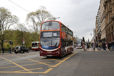 927 is one of the last 29s to have her branding, and will eventually morph into a Lothian Country bus for the 43