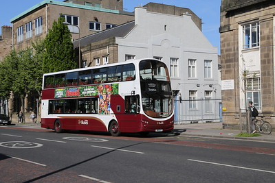 377 hangs onto her screens on Leith Walk