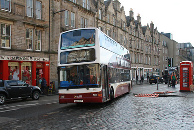 665 turns from Grassmarket up Victoria Street