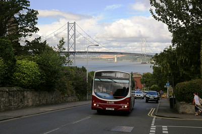122 climbs up The Loan as she heads for Scotstoun