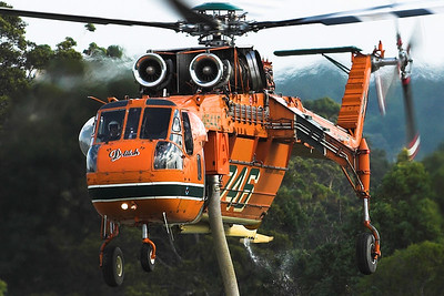 Erickson Aircrane firebomber 'Delilah' retanking at Asquith golf course, January 2007, whilst fighting fires in Ku-ring-gai National Park, Sydney, Australia.