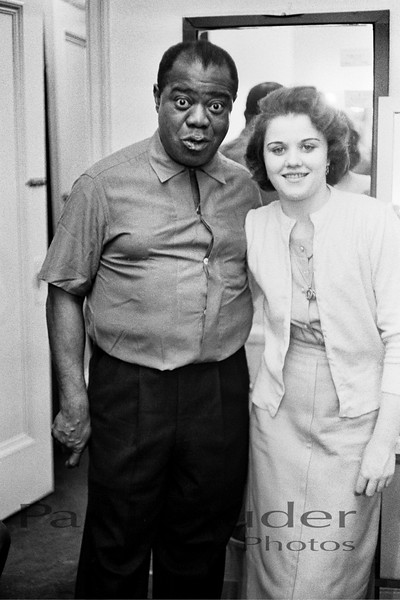 Louis Armstrong with neighbor 03