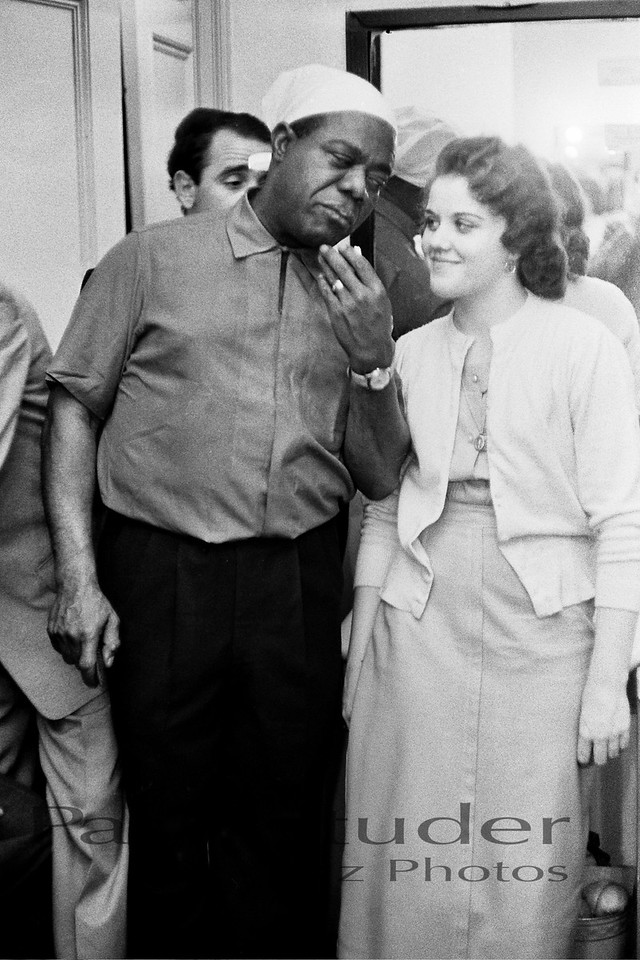 Louis Armstrong with neighbor 02