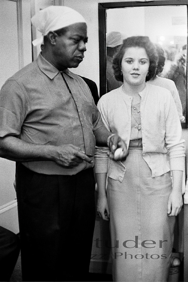 Louis Armstrong with neighbor 01