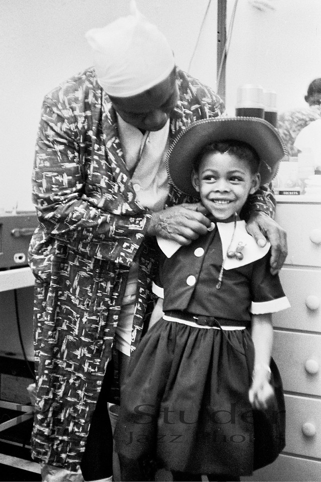 Louis Armstrong with girl 01