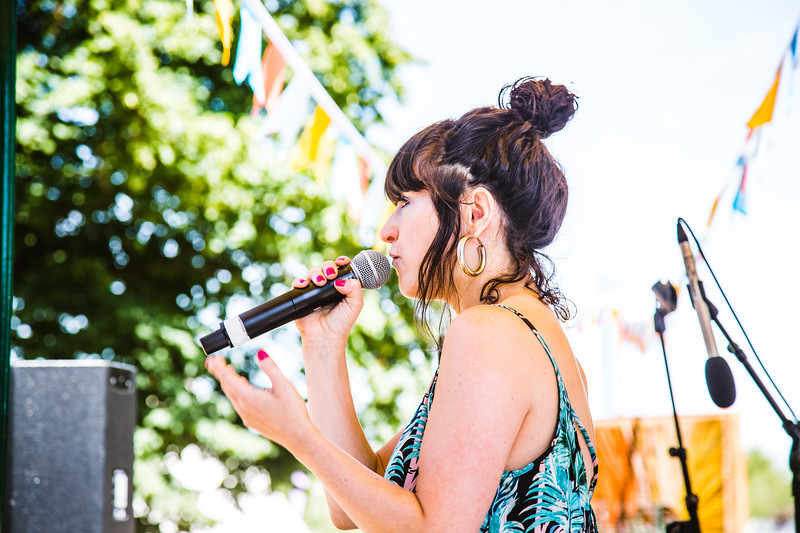 Louise Golbey singer and songwriter