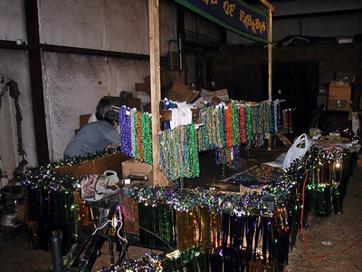 16  Float Building Mardi Gras 2003