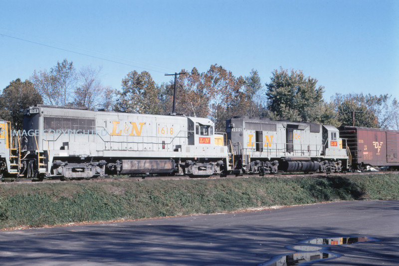 L&N 18 - Nov 7 1971 - WB train @ Huntington TENN