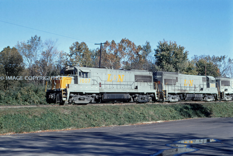 L&N 17 - Nov 7 1971 - WB train @ Huntington TENN