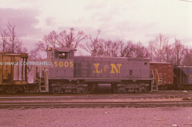 L&N - Nov 24 1975 - No 5005 - Bruceton TENN
