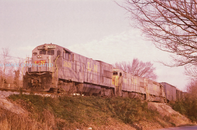 L&N - Nov 24 1975 - WB @ Waverly TENN