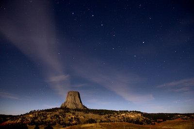 Devil's-Tower-Com-trails-Big-Dipper