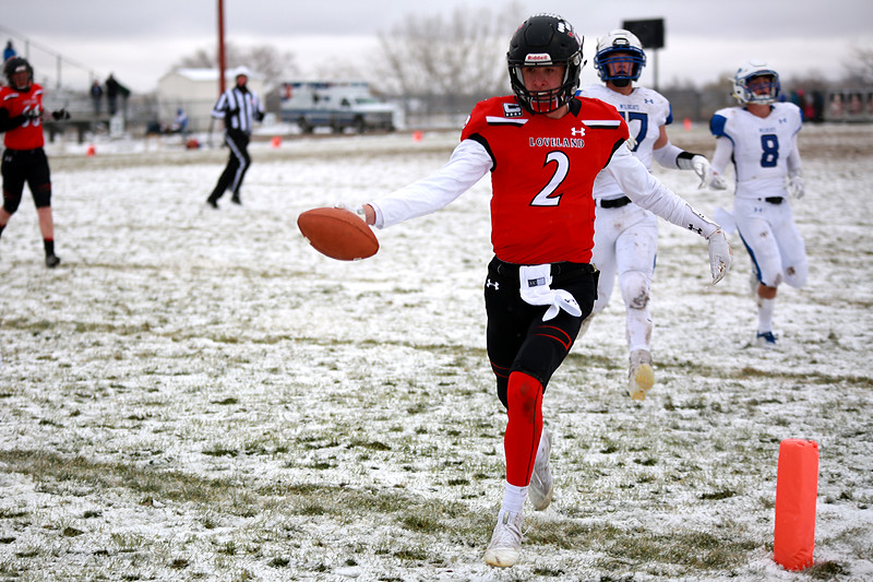 Loveland's (2) Riley Kinney runs into the end-zone during Saturday's playoff game on Nov. 17, 2018 against Fruita Monument at Ray Patterson Stadium in Loveland, Colo.<br /> Photo by Taelyn Livingston/ Loveland Reporter-Herald