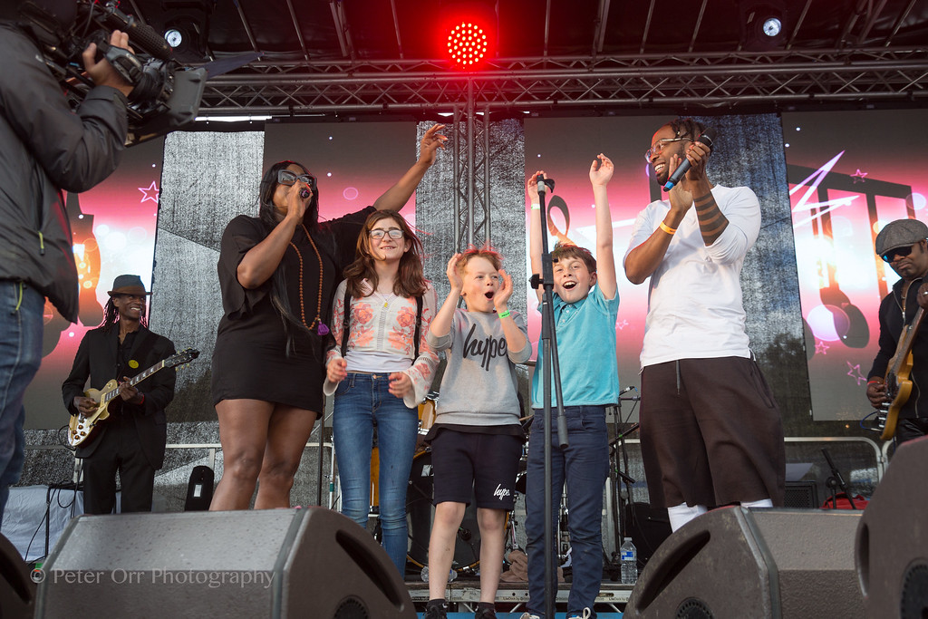 Mica Paris, Mr Yellow and his school kids who got him on stage