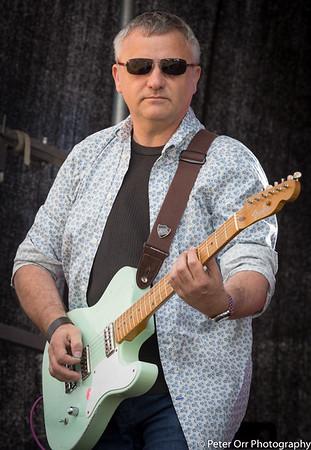 The Breaks guitarist