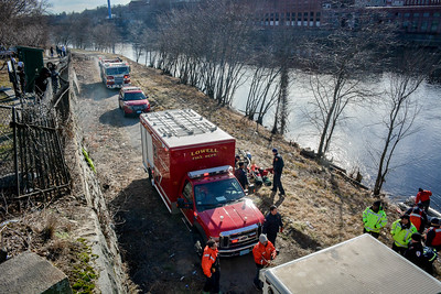 Lowell Fire & Dive Team Search for man who jumped Bridge St. bridge