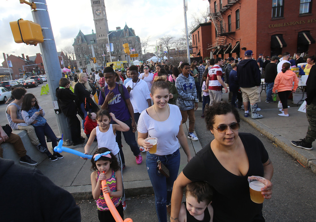 . Warm weather for 2017 Lowell Winterfest Saturday.  (SUN/Julia Malakie)