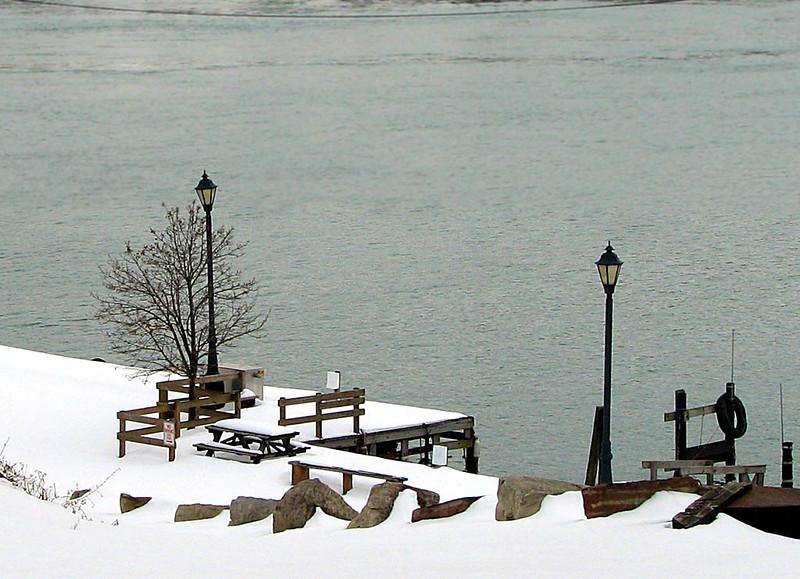 Niagara River Mar 13 010 1024w