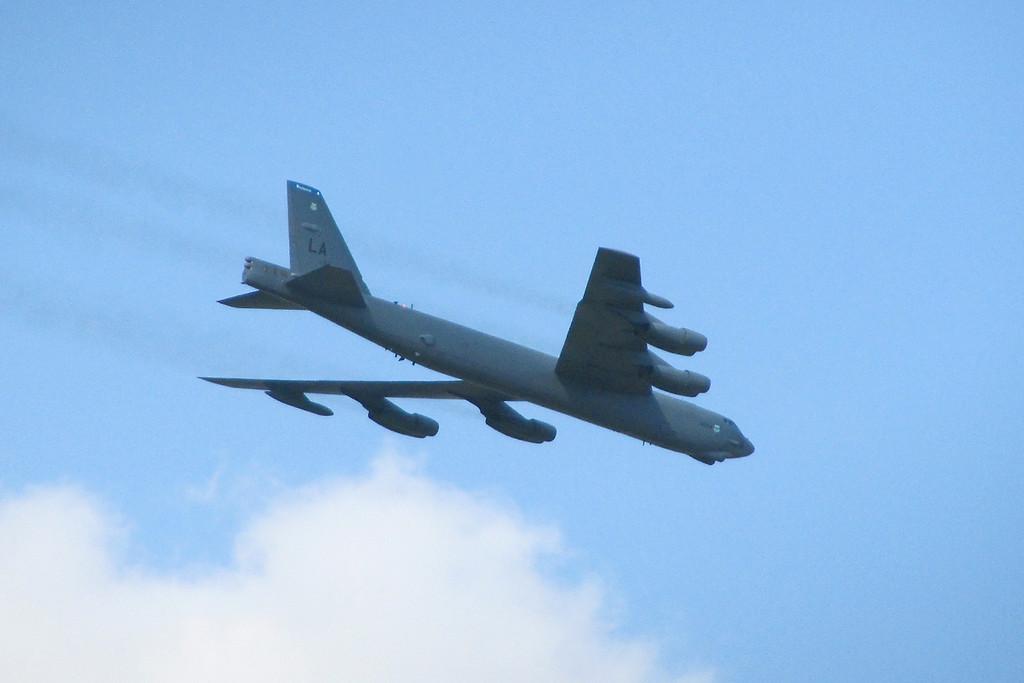 """""""B-52 Stratofortress viert zijn 60e verjaardag in Sanicole<br />  <br /> Het is soms mooi om het beste tot laatste te houden, daarom nu de bevestiging van de <br /> Amerikaanse deelname aan onze show, de B-52 Stratofortress. <br /> Het zal de eerste keer zijn dat deze legendarische bommenwerper zal deelnemen in onze <br /> vliegshow en dat onmiddellijk op zijn verjaardag, want de B-52 werd dit jaar precies 60 jaar <br /> geleden voor het eerst gebruikt door de Amerikaanse Luchtmacht"""""""