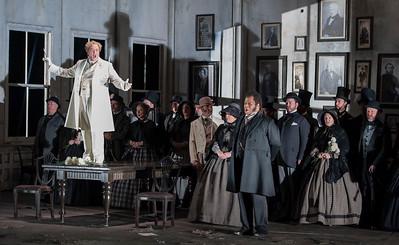 ENO Lucia di Lammermoor Michael Colvin Lester Lynch ENO Chorus (c) John Snelling