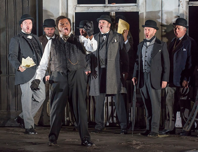 ENO Lucia di Lammermoor Lester Lynch and ENO Chorus (c) John Snelling