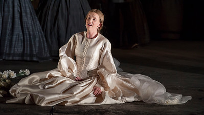 ENO Lucia di Lammermoor Sarah Tynan (c) John Snelling (2)