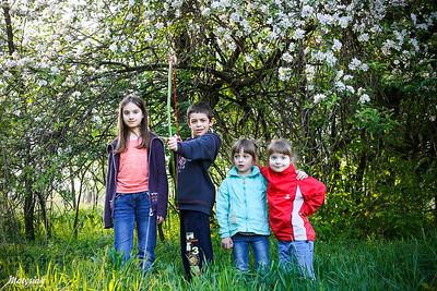 Pod kwitnącą jabłonką