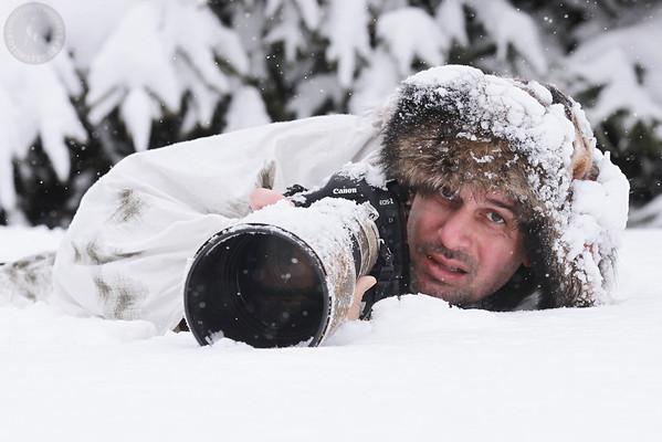 Fotograf zwierząt, współautor galerii, w zimowym maskowaniu i anturażu Zima 2011/12 Bieszczady ©Agata Katafiasz-Matysiak