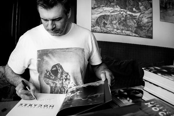"""Autografowanie albumów """"Bieszczadzcy Mocarze"""" ©Agata Katafiasz-Matysiak"""
