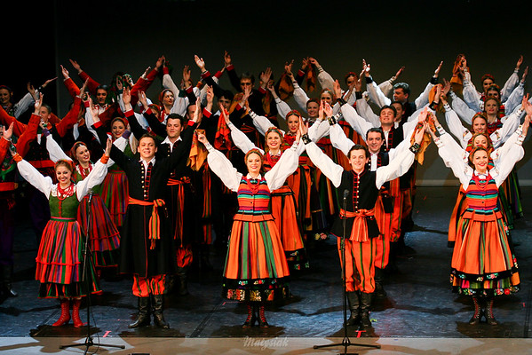 """Finał koncertu Zespół """"Mazowsze"""" ©Mateusz Matysiak"""