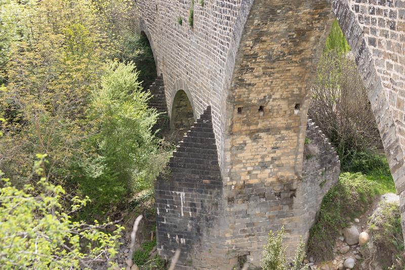 """Si deseas más información de este puente, puedes pulsar en este enlace:<br /> <a href=""""https://mipirineo.com/puente-de-san-miguel-jaca/"""">https://mipirineo.com/puente-de-san-miguel-jaca/</a>"""