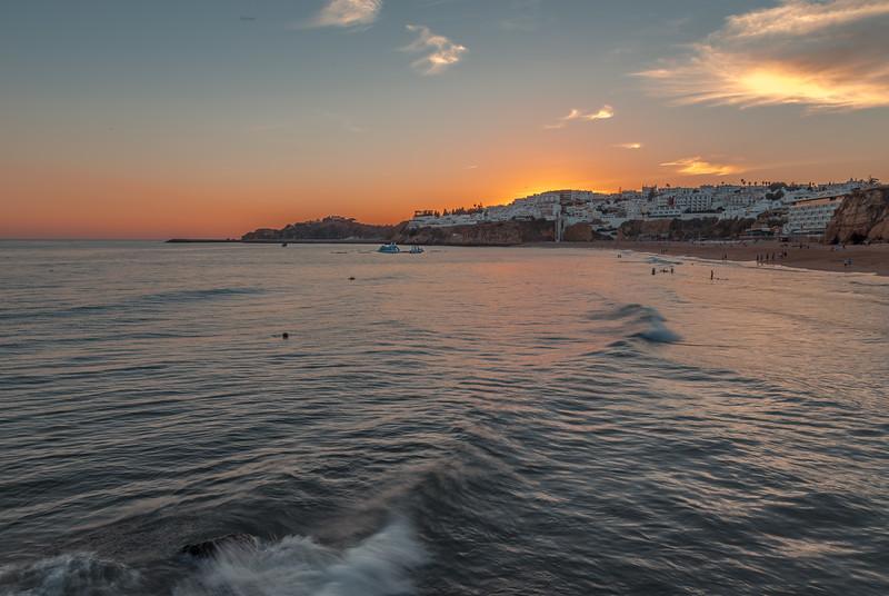 Puesta de sol en la praia dos pescadores, Albufeira