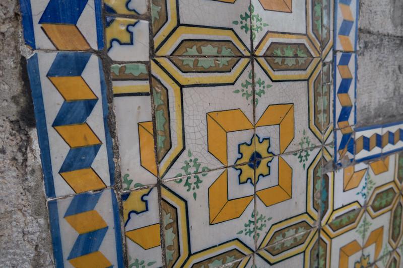 Fachada de azulejos.